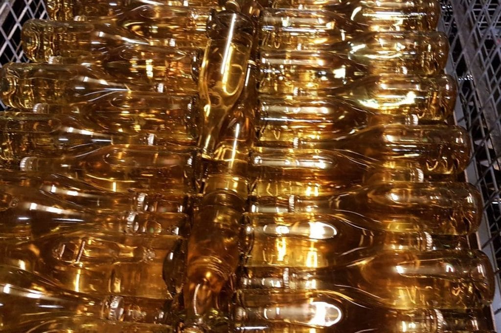 Weinflaschen, bevor Werbung für Wein drauf ist
